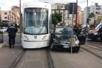 Si schianta contro il tram in viale Regione, un ferito a Palermo- Foto
