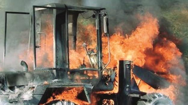 Mezzi agricoli in fiamme Cassibile, Siracusa, Cronaca