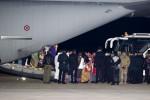 Migranti, in 162 dalla Libia in Italia con un volo di Stato: è il primo corridoio umanitario