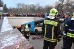 Mosca, autobus si schianta sulle scale della metro: 4 morti e 13 feriti