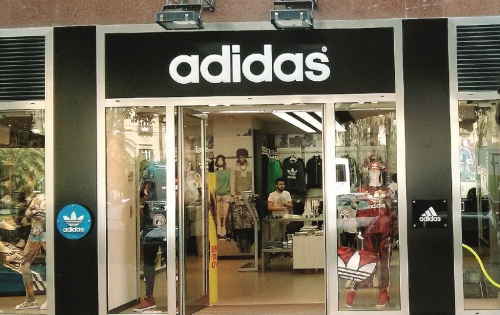 Palermo, chiude il negozio Adidas al Politeama: 10