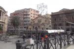 Palermo si prepara al Capodanno in piazza, operai al lavoro per il palco al Politeama - Video