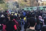 """In Iran proteste e morti in piazza, Rohani: """"Popolo libero di manifestare"""""""