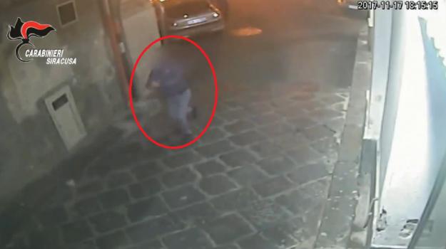 Guerra tra clan a Lentini: sparatoria per strada - Le immagini dell'inseguimento
