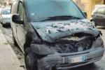 Fiamme in viale Zecchino, distrutto un taxi a Siracusa