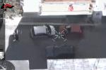 Il colpo, la fuga e l'inseguimento: le riprese dall'elicottero individuano i rapinatori - Video