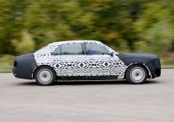 Valdimir Putin attende consegna della nuova super-limousine