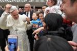 Papa: detenuti Puglia portano in dono loro olio extravergine