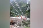 Crolla un ponte in Colombia, morti 10 operai: le immagini del disastro