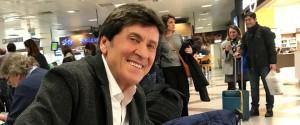 "Gianni Morandi abbraccia Palermo ma è gaffe sugli ""arancini"" - Video"