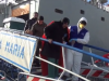 Migranti, in 700 tra Palermo e Catania. Mare agitato, attracco difficile: bimbo muore durante la traversata - Video