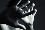 Marsala, botte e bastonate da parte della moglie: uomo ottiene la custodia dei figli