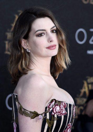 Anne Hathaway sarà Barbie in un film in uscita nel 2020 ... энн хэтэуэй