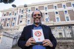 Antonio Ingroia davanti il Viminale per la consegna del simbolo elettorale del suo partito