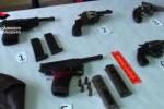 Armi dentro calzini e stivali, arrestato un 80enne a Sciacca: aveva un arsenale in casa