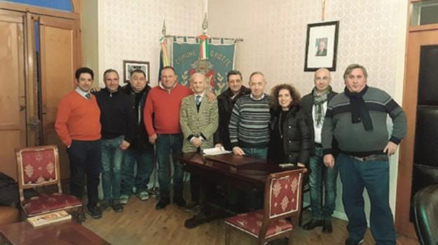 precari castrofilippo, precari grotte, Agrigento, Politica