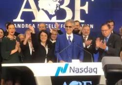 Bocelli apre la borsa Nasdaq a Times Square