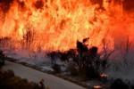 Piogge e incendi, in California sfollare 21000 persone