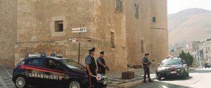 Scoperto a fare pipì in strada ad Alcamo, multa di 3 mila euro