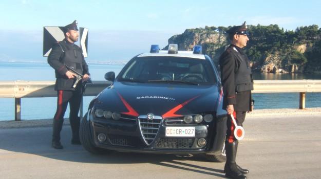 Alcamo, tenta di dare fuoco all'auto del cognato dopo una lite: arrestato 33enne