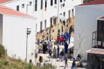"""""""Cresta sui rimpatri dei migranti"""", nei guai agenzie di viaggio e poliziotti a Palermo"""
