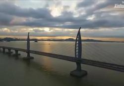 Cina, il ponte sull'acqua più lungo al mondo