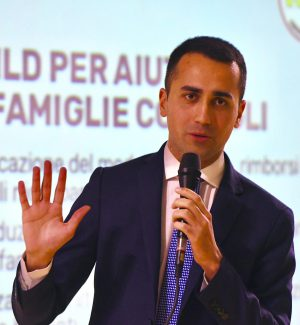 Da De Falco a Carelli tra i candidati M5s, Di Maio presenta il programma