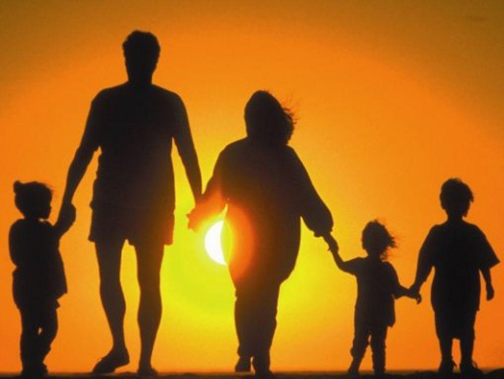 Istat: italiani più soddisfatti del livello di vita, ma diffidenti