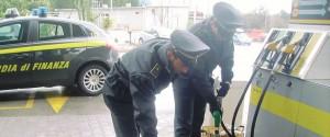 Pompe di benzina taroccate, 25 condanne a Palermo