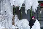 Ondata di gelo record negli Usa, temperature giù fino a -50 gradi: caos nei voli
