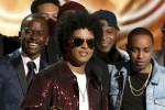 Bruno Mars è il re dei Grammy 2018, vince sei premi su sei - Foto