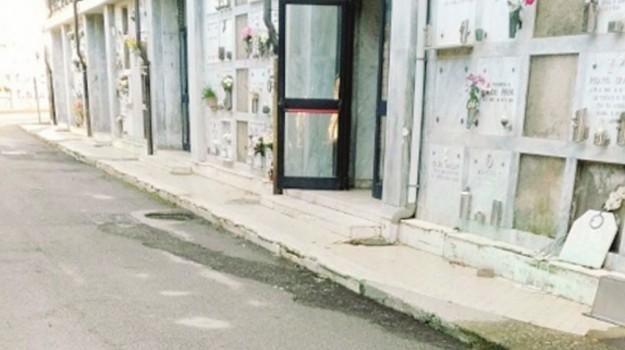 crolli cimitero caltanissetta, interdizione cimitero, vietato accesso tombe, Caltanissetta, Cronaca
