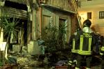 Incendio in un magazzino-abitazione a Palermo, due feriti - Video