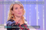 Barbara D'Urso in diretta: c'è un uomo mascherato in studio - Video