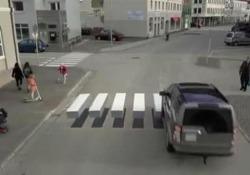 Islanda, l'effetto ottico sulle strisce pedonali per ridurre la velocità