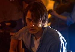 Luca Marinelli è De André in «Principe libero»: «Ho creato il mio Faber»