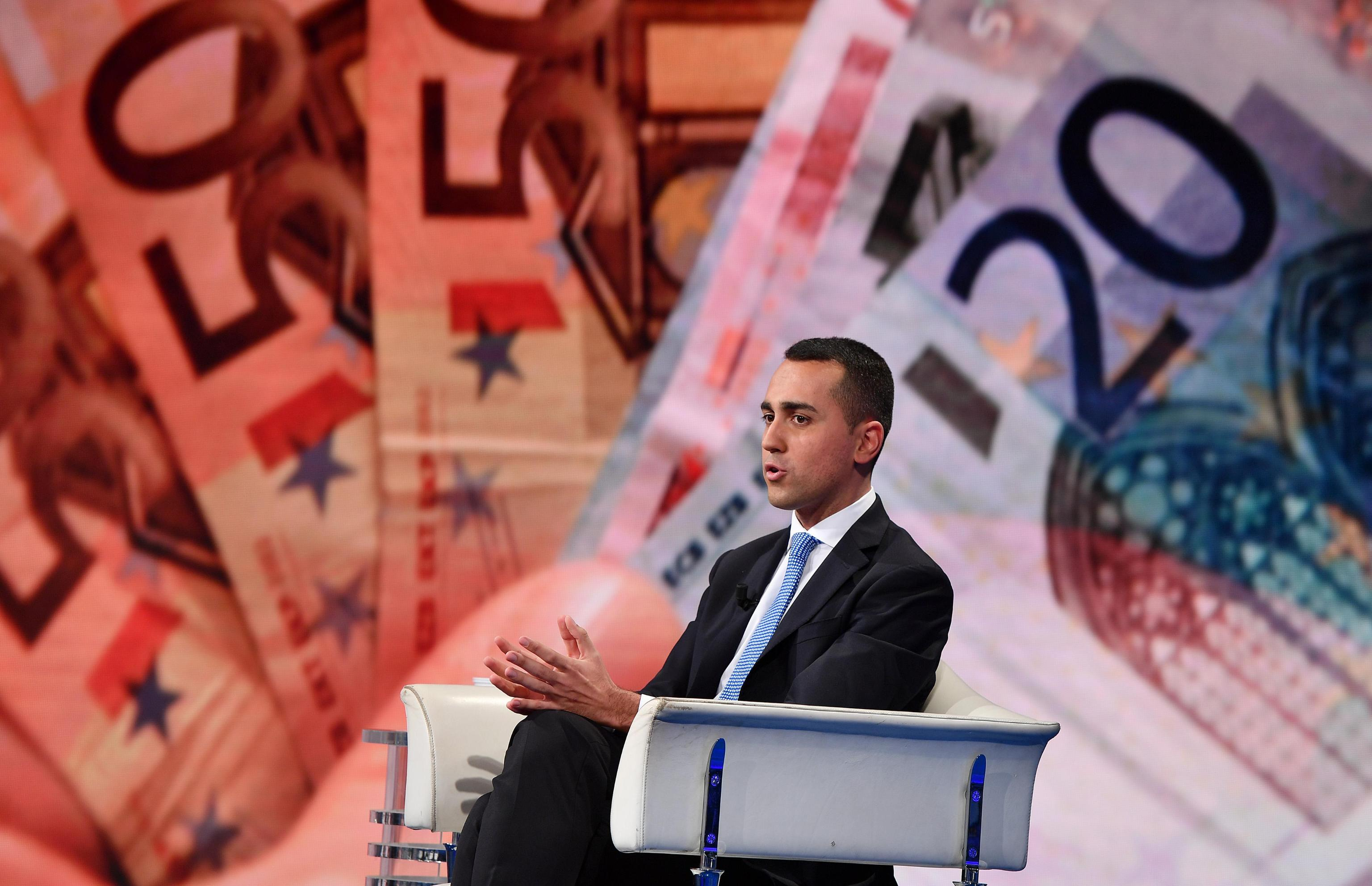 Di Maio: non è più tempo per Italia di lasciare euro