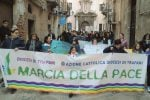 Marcia per la pace a Trapani, in centinaia tra le vie del centro storico