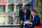 """Renzi mostra il suo conto corrente in tv: """"Non ho paura, il saldo oggi è 15.859 euro"""""""