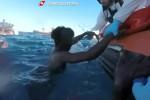 Naufragio nel Canale di Sicilia, superstiti e 8 cadaveri sbarcati a Catania