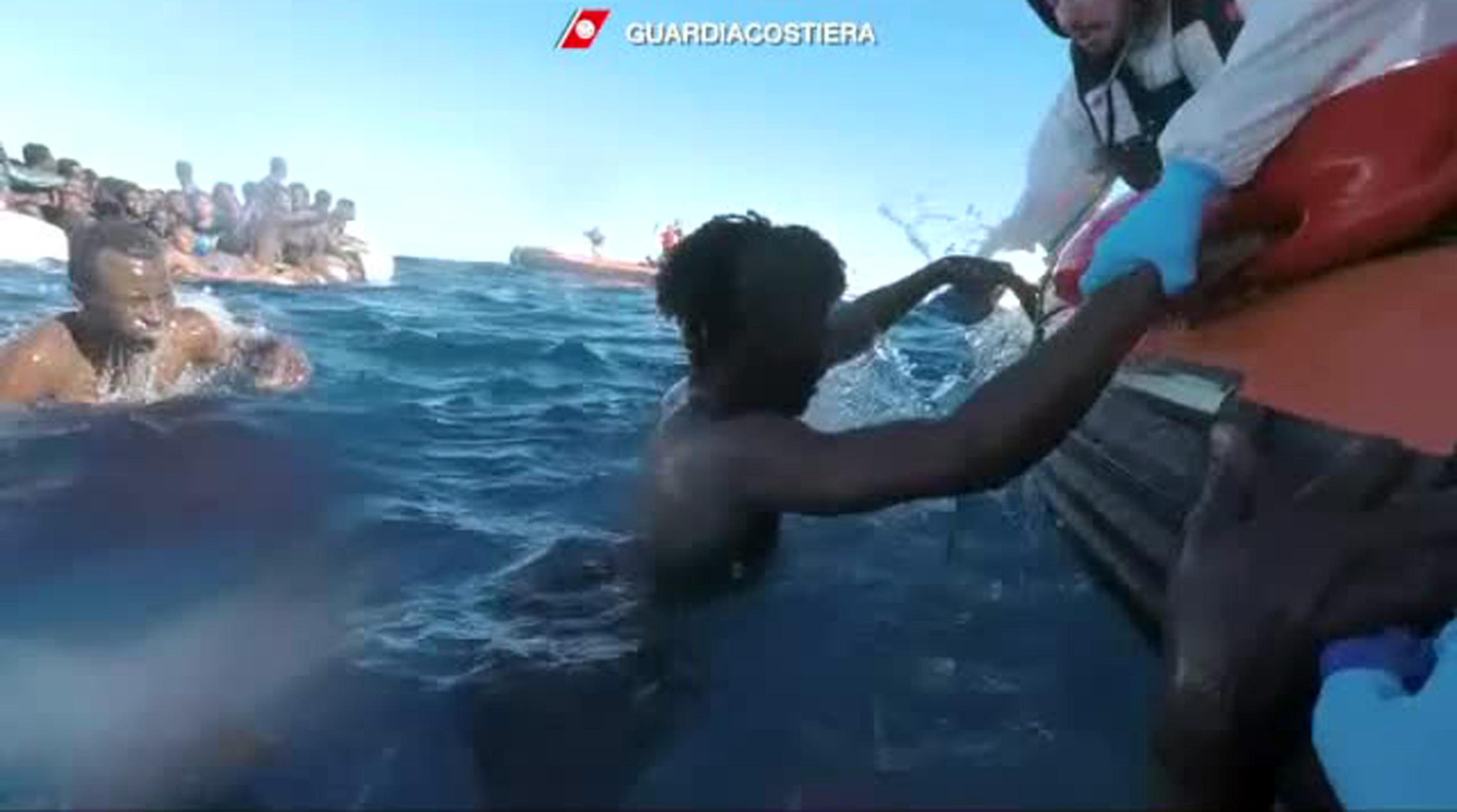 Migranti, al via lo sbarco della nave