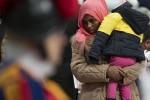 """Migranti al centro del dibattito politico, Salvini: """"Invasione senza controllo"""". Sbarchi a Lampedusa"""