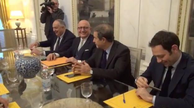 giunta approva collegato, Sicilia, Politica