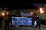 Palermo, le fiaccole della pace invadono Danisinni