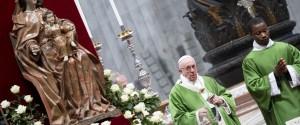"""Il Papa: """"Avere timore dei migranti è umano, il peccato è farsi sopraffare dalla paura"""""""