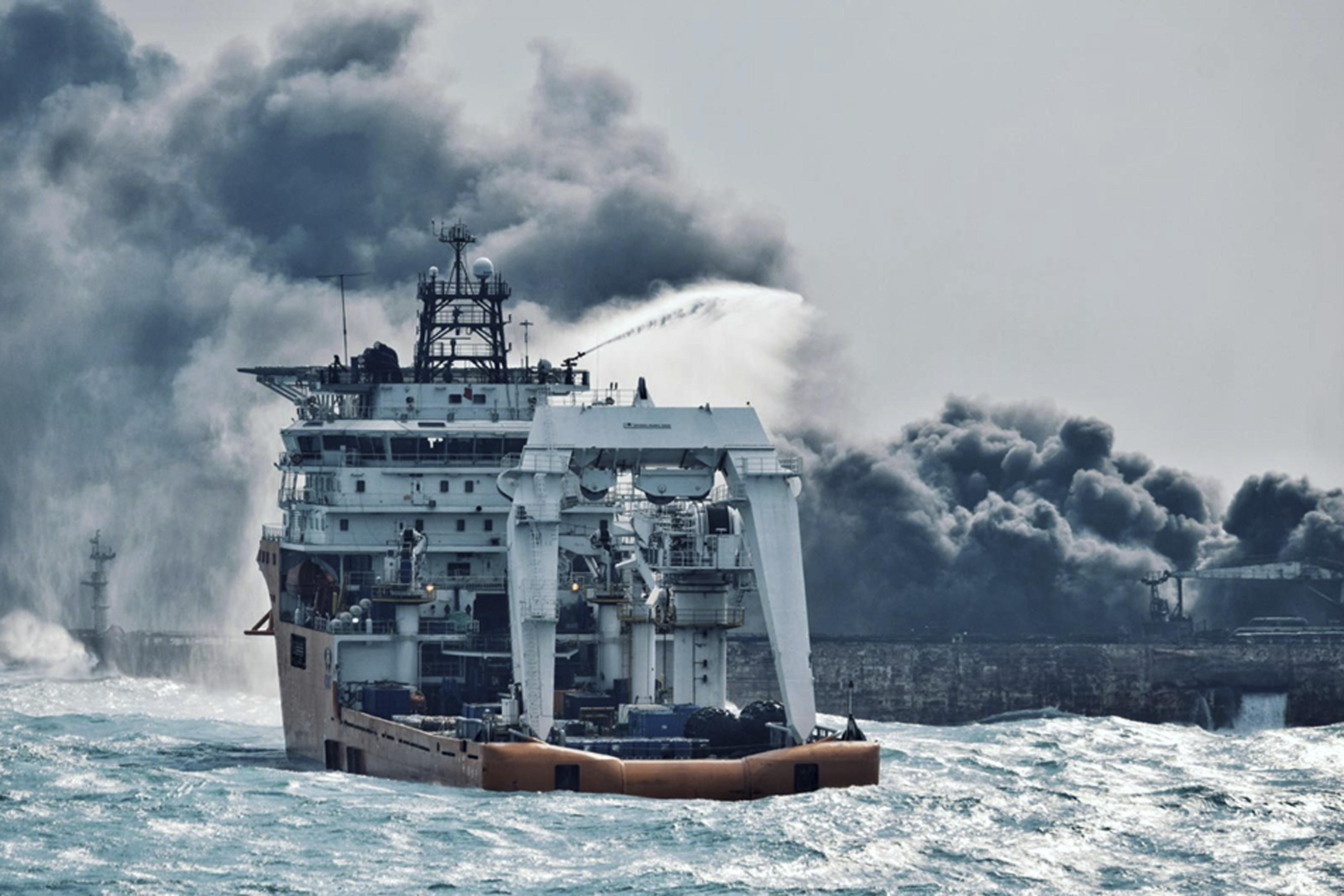 Affondata la petroliera Sanchi, allarme disastro ambientale