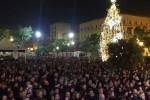 La voce di Bennato e il brindisi nella piazza blindata: così Palermo dà il benvenuto al 2018 - Video