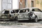 Nuovo attentato incendiario, rogo distrugge due auto a Riesi