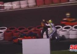 Si scontrano durante la gara: botte da orbi sulla pista di go-kart
