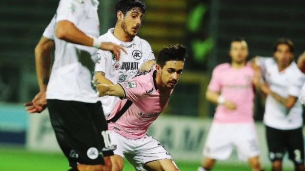 Poche emozioni con lo Spezia, ma il Palermo resta imbattuto in trasferta: le immagini